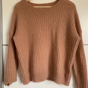 Sweater fra Moss Copenhagen i en Rosa farve  Størrelse: XS/S