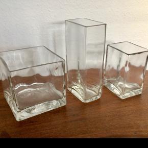 3 smukke, tunge glasvaser. Måske fra Finland.