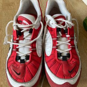 Nike air max 98, god stand, ikke særlige tegn på slid. Skriv for billeder.  Kom med et bud :)