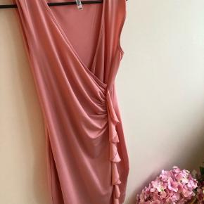 Sød kjole fra bubbleroom , af mærket chiarthi forthi (staves)  Str xs , brugt en gang , sælger da jeg ønsker den i anden farve 😊