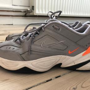 Nike M2K Tekno i grå og orange
