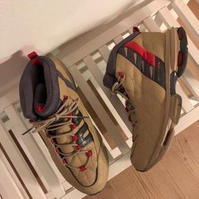Sneaker fra Reebok. Størrelse 39/25.5 cm.