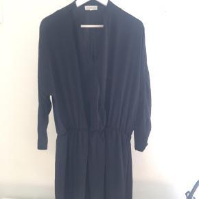 Let og lækker Moss Copenhagen kjole. Aldrig brugt!