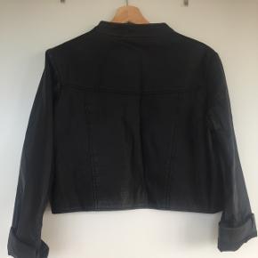 Kort læder jakke - går til taljen Næsten ik brugt og ingen slidmærker