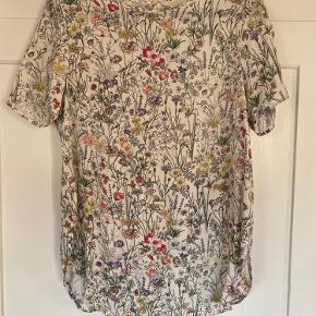 Super fin bluse. Brugt sparsomt.