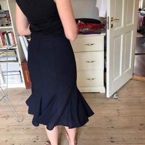 Super fin nederdel med mermaid snit med bælte til. Købt i Glasgow i vintagebutik