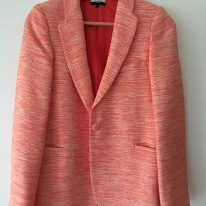 Brugt et par gange. Koralfarvet tweed oversized blazer.
