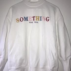 Dejlig blød sweatshirt fra zara. Den er aldrig blevet brugt, den har kun ligget i skabet.