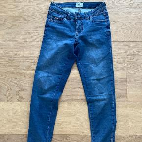 Isay jeans