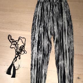 Unik buksedragt med tilhørende bælte