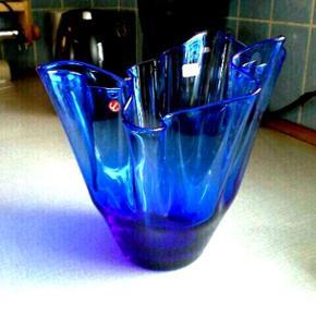 Flot stor, blå tulipanvase.   24 cm høj  Ancher Iversen.