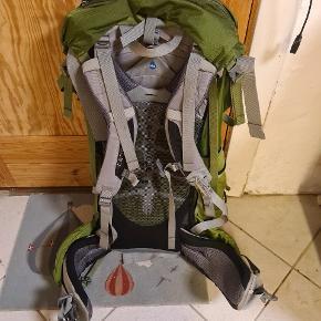 Super fed rygsæk fra Osprey 70l. Rygsækken er brugt 1 gang og fremstår der for som ny. Der medfølger regnslag. Kan hentes i Hvidovre eller Kolding. Kan også sendes for købers regning.