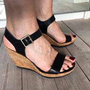 Sandal med plateau i kork, hælhøjde 8 cm