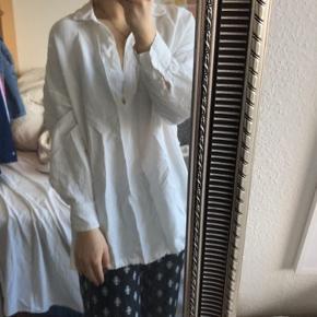 Fin skjorte fra zara i str l, er selv en s men så har den bare et oversize look🌞