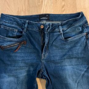 Fede jeans med boot Cut. De er Stone washed og har en perfekt pasform.  Brugt 2 gange. Ingen slid ved kant.