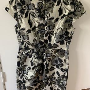 Smuk og klassisk kjole, der er brugt få gange.