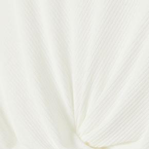 Flot croptop fra H&M med knude foran Gået med 1-3 gange