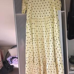Mega fed prikket kjole fra Pieces i en størrelse small, er som ny.