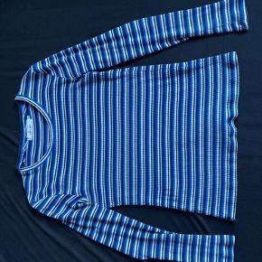 Rigtig fin bluse fra Samsøe & Samsøe. Den er en xs men passer også både s og en lille m