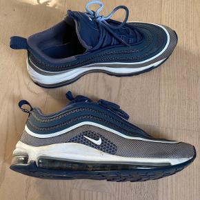 BYD Overvejer at sælge mine blå Nike 97, da jeg ikke får dem brugt. De er brugt omkring 10-15 gange og er lige blevet renset og pudset