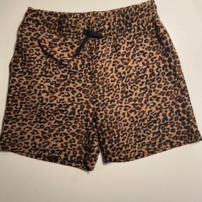 Short med leopard print