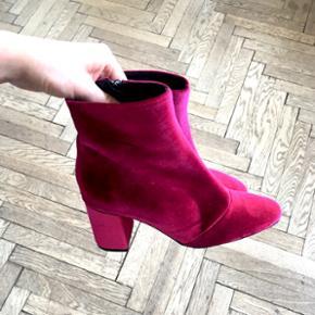 Pink velour støvler. Aldrig brugt. 👠 I den store ende af en str. 36!