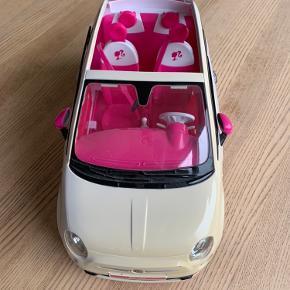 Barbiebil. I god stand. Lidt gullig i farven forrest på bilen.