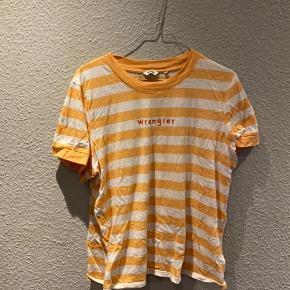 Sød stribet tshirt fra Wrangler, som næsten ikke er brugt. Den er højest brugt 2 gange