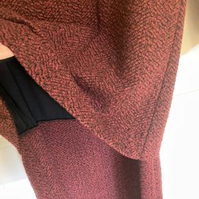 Fin kjole fra Ganni. Skal ligne en nederdel og trøje. Men er en kjole. Rigtig meget strech. Str xs men passer også small.  Betales der inden kl 15 sender jeg samme dag