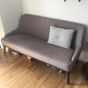 Sinnerup sofa sælges. Lidt over et år gammelt. Fejler ingenting. Nypris var 2000. Skal afhentes i Aarhus.