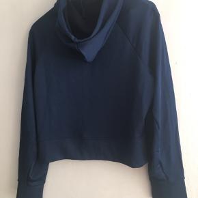 Kort sweater med hood