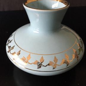 Sødeste vase fra Søholm. Flotte farver. Mindstepris 90 pp. Bytter ikke.