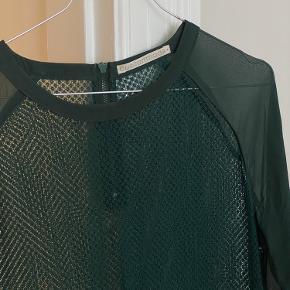 """Helt ny mørkegrøn kjole fra Custommade. Underdelen har et ekstra påsyet """"skirt"""" indenunder."""