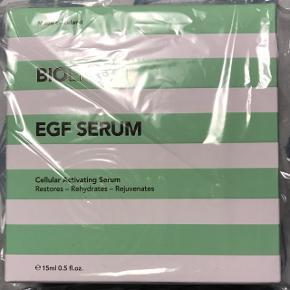 Helt ny og uåbnet Bioeffect EGF serum. Den ligger i en plomberet pose. Holdbarhed til december 2020. Prisen er fast.  Butiksprisen er 945,-