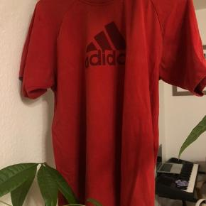 Adidas vintage oversized rød tshirt str s. Mega fed og stadig i god stand