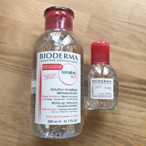 Helt nye og uåbnede bioderma Sensibio. Mindste holdbarhed på den store 500 ml. flaske med pumpe er januar 2022 og august 2021 på den lille 100 ml. flaske.    Afhentningsprisen er 170,-