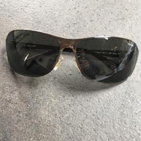Varetype: Andet Størrelse: One  Farve: Sort Oprindelig købspris: 1999 kr.  Fede solbriller