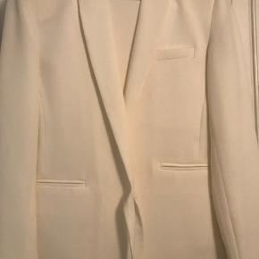 Blazer jakke str S og bukser str L, men er nok begge svarende til str M