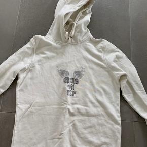 Ganni hoodie i str xs. Helt fin stand og kun brugt meget få gange. Sælger da jeg ikke får den brugt.