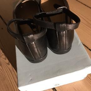 Super fine ballerinaer / loafers fra Shoe The Bear. Remmen kan tages af. Rigtig god pasform og udført i skind.
