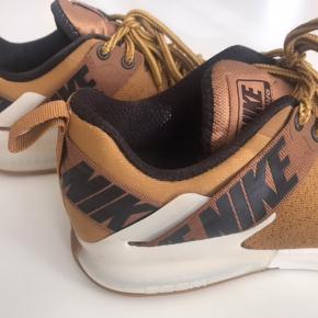 Sneakers fra Nike Brugt 3-5 gange, så ingen slidspor Str. 42,5 Nypris 999.-  Skriv til mig, hvis du har yderligere spørgsmål 🙂