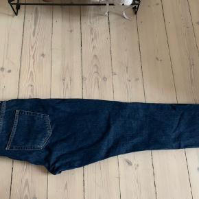 Mørkeblå weekday jeans i modellen Seattle Win Blue i str. 31/30
