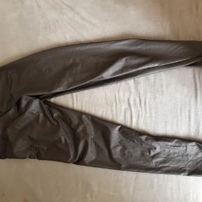 """Sælger de her leggings fra only, kun gået med 2-3 gange. De har lidt """"shine"""" i  Byd"""