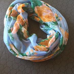 Tube tørklæde fra Pieces, super flot og perfekt til foråret!