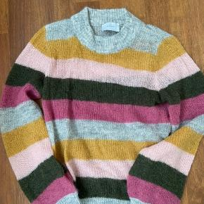 Fin ubrugt sweater fra Neo Noir.