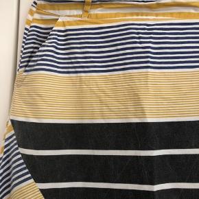 Super fed lang nederdel med lommer og fast stykke i livet. Lynlås bagpå🌼