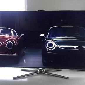 """Samsung TV 46"""" Ingen defekter. Virker med internet/ Youtube m.m Pris 1700,-kr. ( 2500,-kr incl TV bordet)TV bord i hvid højglans med 2 run og slip-let låge - købt ved BoConcept. Ingen defekter/skrammer B: 102.5 H 22.5 (fra gulv: 40.5 ) D: 50.5 Pris: 1000,-kr"""