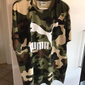 Flot t-shirt min mand har fået den igave men passer ikke ham så derfor  Sælges den den er super flot  Den er ny og aldrig brugt men tags er taget af fin bluse