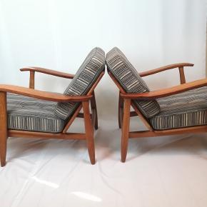Erik Kirkegaard lænestole, i teaktræ og egetræ😍👍. Har brugspor. Den dene har et hul bag på. Ellers fine gamle stole. 7000 kr samlet.
