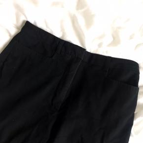 """Fede straight jeans fra Mango - Miranda Trousers Jeg er 180 men de er meget korte til mig i forhold til min smag, så de ville nok passe en på 170, hvis man vil have de skal """"lægge"""" sig på skoen 🤎🤎"""